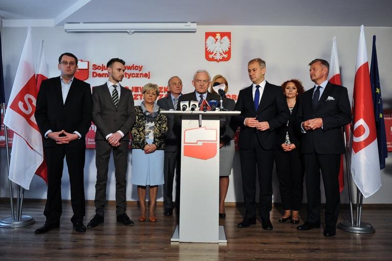 """Czerwony autobus z Millerem przyjechał do Szczecina. """"UE potrzebuje socjalistów"""""""