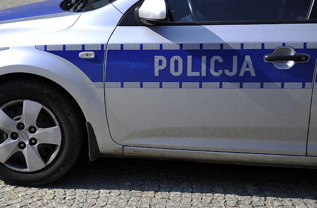 Porzucone auto na Autostradzie Poznańskiej. Policja ustala właściciela