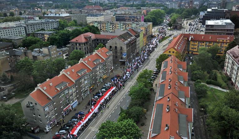 """Kilkanaście tysięcy ludzi przeszło w """"Marszu dla Życia"""" [ZDJĘCIA, WIDEO]"""