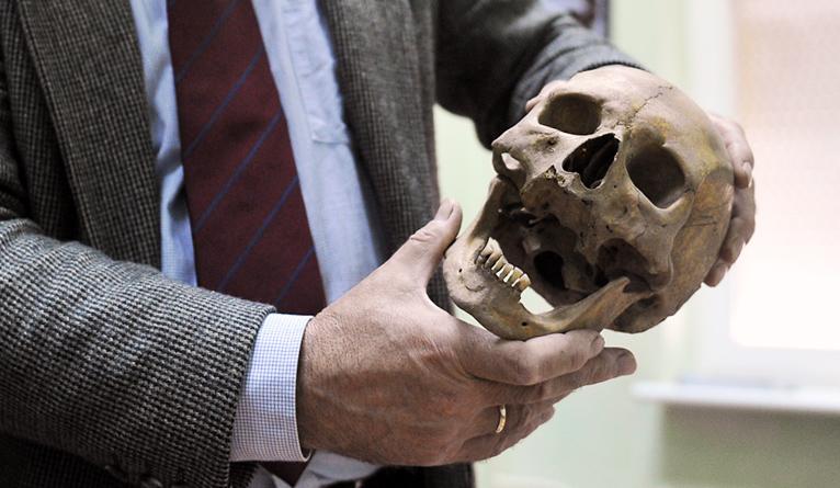 Szczeciński naukowiec bada szczątki wampira z Kamienia [ZDJĘCIA]