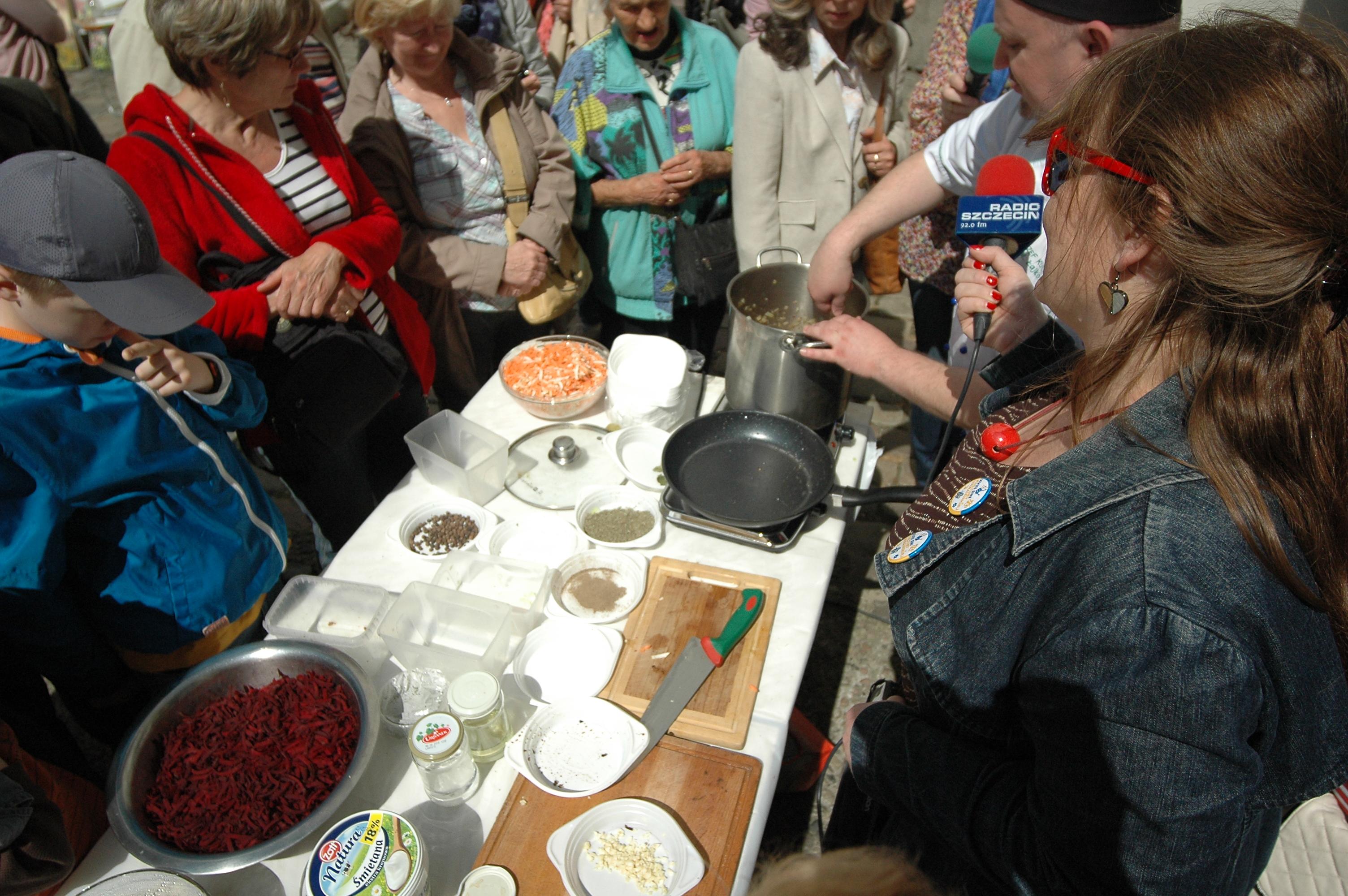 Promocja kultury ukraińskiej w Szczecinie. Śpiewają i gotują barszcz [ZDJĘCIA]