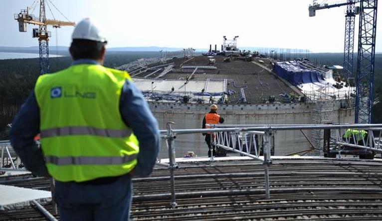 Kurtyna ordynarnego kłamstwa została odsłonięta - tak poseł PiS-u Joachim Brudziński ocenia treść rozmowy byłego ministra transportu, budownictwa i gospodarki morskiej i wiceprezesa PGNiG-e na temat budowy terminalu LNG w Świnoujściu upublicznionej przez