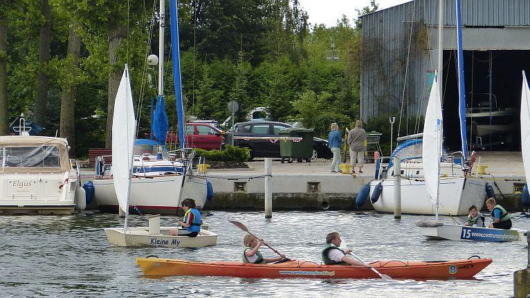 Są też młodzi, którzy zdobywają szlify żeglarskie na jeziorze Dąbie. Fot. Wojciech Zagaj [Radio Szczecin]