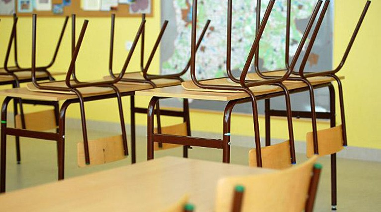 Szkoła w Bielicach nie zostanie sprzedana. Wójt gminy wycofał się z tego pomysłu po protestach mieszkańców. Fot. Łukasz Szełemej [Radio Szczecin]
