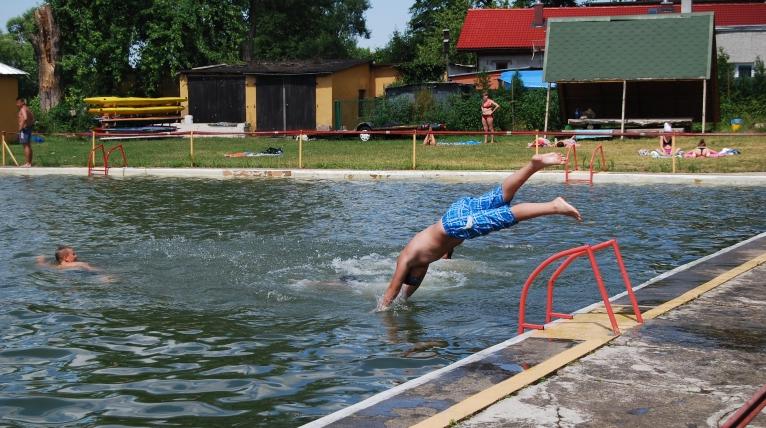 Sanepid ostrzega przed kąpielami w goleniowskim basenie