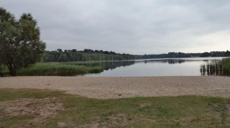 W jeziorze Steklno nie wolno się kąpać. W piątek poznamy wyniki badań