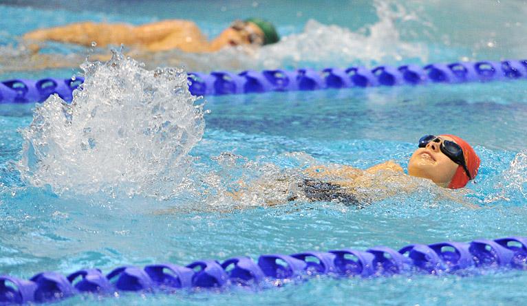 300 uczniów szkół podstawowych wystartowało w pierwszych dziecięcych mistrzostwach Szczecina w pływaniu Alsecco Cup. Fot. Łukasz Szełemej [Radio Szczecin]