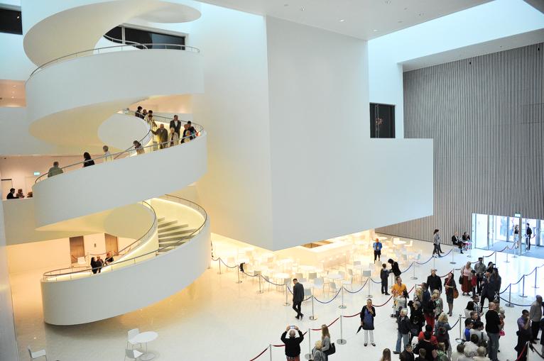 Budynek filharmonii przy ul. Małopolskiej zaprojektowali architekci z hiszpańskiego Estudio Barozzi Veiga. Fot. Łukasz Szełemej [Radio Szczecin]