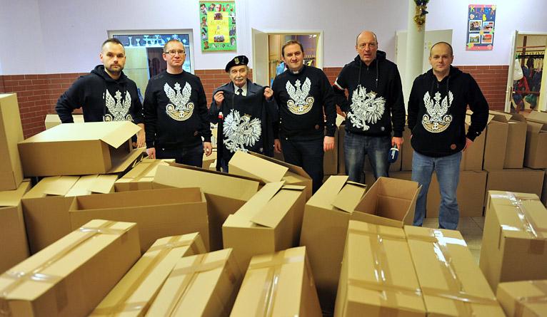 Paczki z darami dla Polaków mieszkających na Litwie gotowe do podróży [ZDJĘCIA]