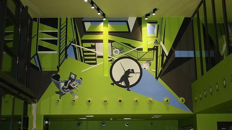 Dwa malowidła i płaskorzeźbę tworzą w nowych budynkach szczecińskiego Technoparku Pomerania artyści. Fot. www.facebook.com/TechnoparkPomerania