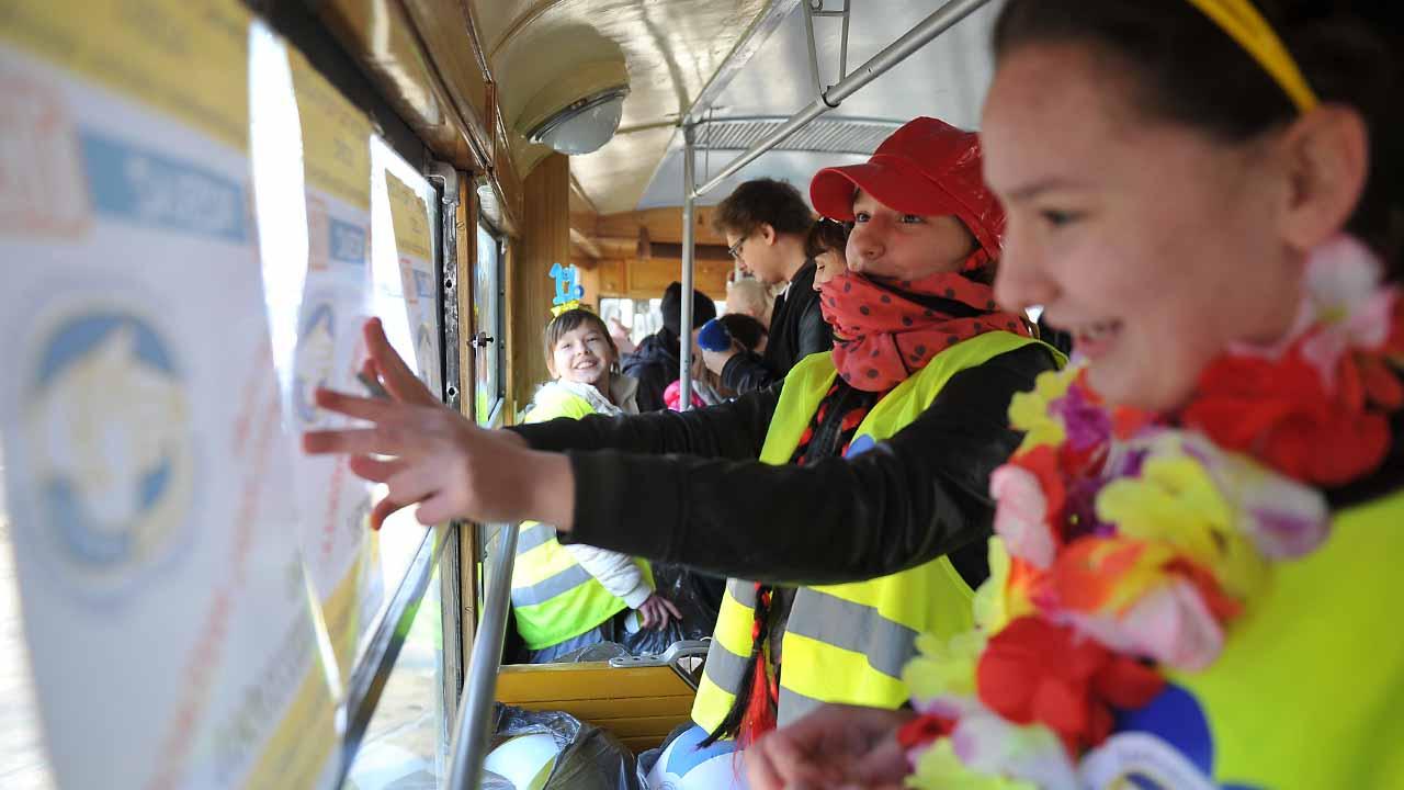 Zabytkowy tramwaj przypominał o oddaniu jednego procenta podatku [ZDJĘCIA, WIDEO]
