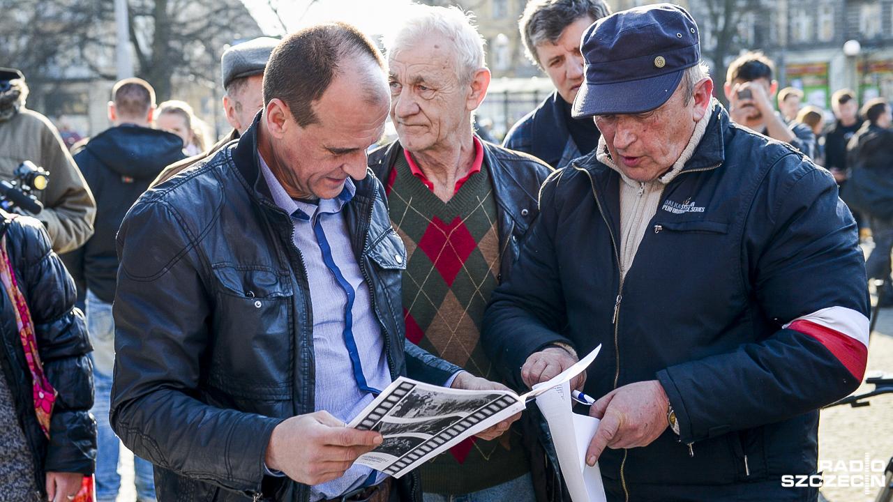 Paweł Kukiz zbiera podpisy i mówi o jednomandatowych okręgach [ZDJĘCIA]