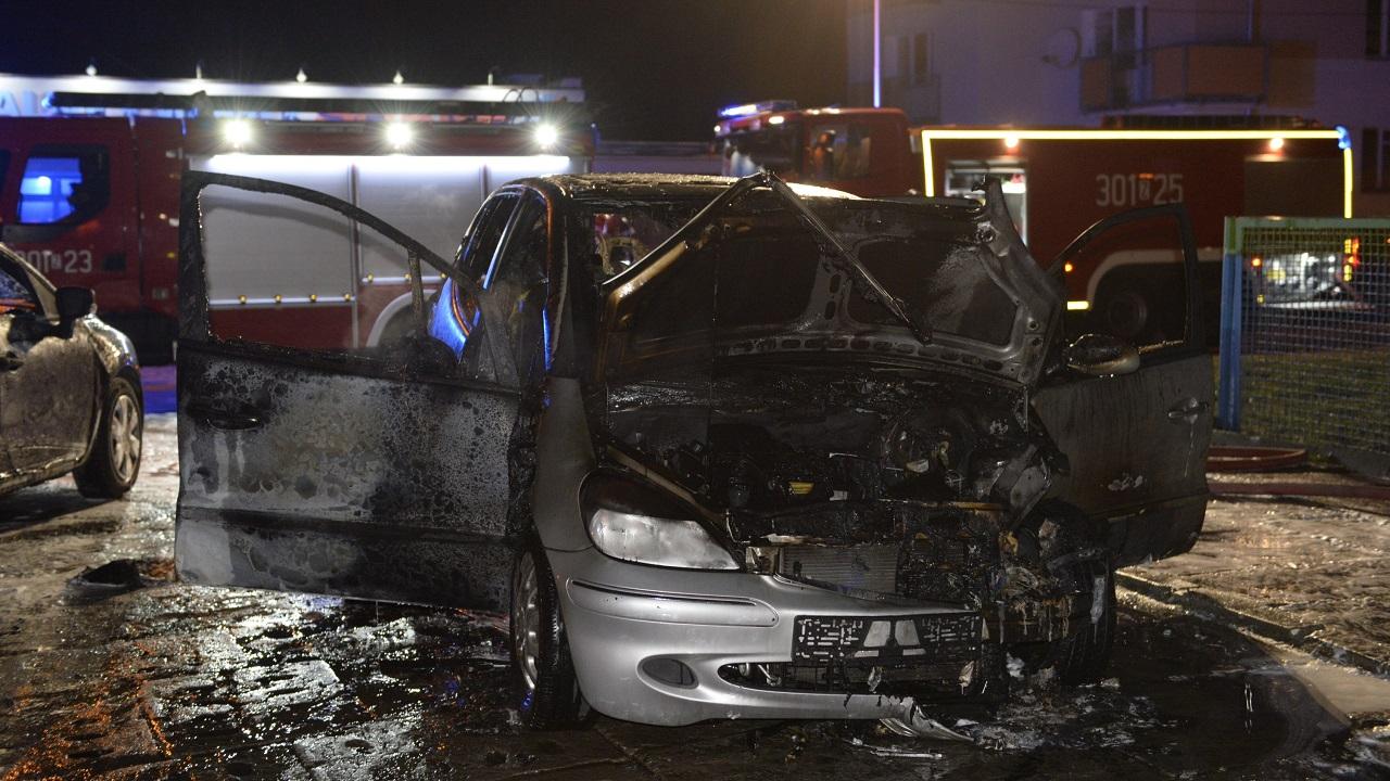 Pożar samochodu przy ulicy Budziszyńskiej w Szczecinie [ZDJĘCIA]