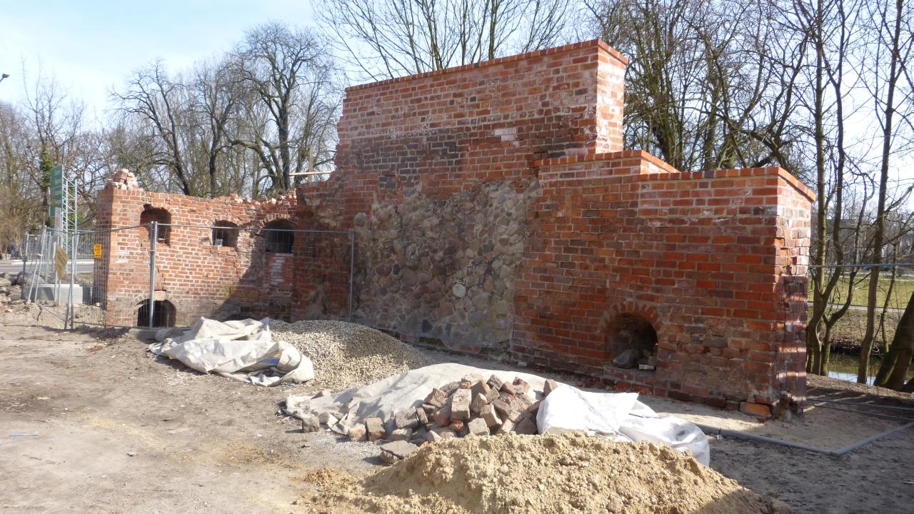 Renowacja zabytkowych murów obronnych chwilowo wstrzymana [ZDJĘCIA]