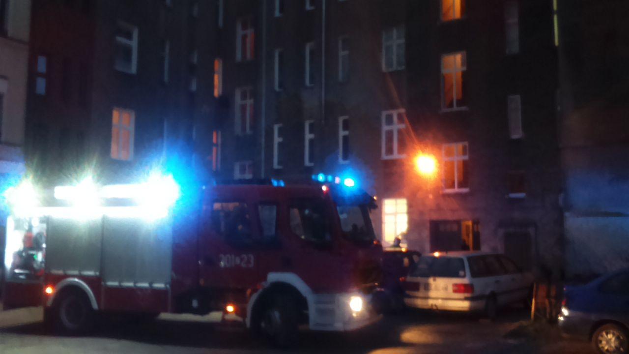 Niedopałek papierosa przyczyną zamieszania w centrum Szczecina