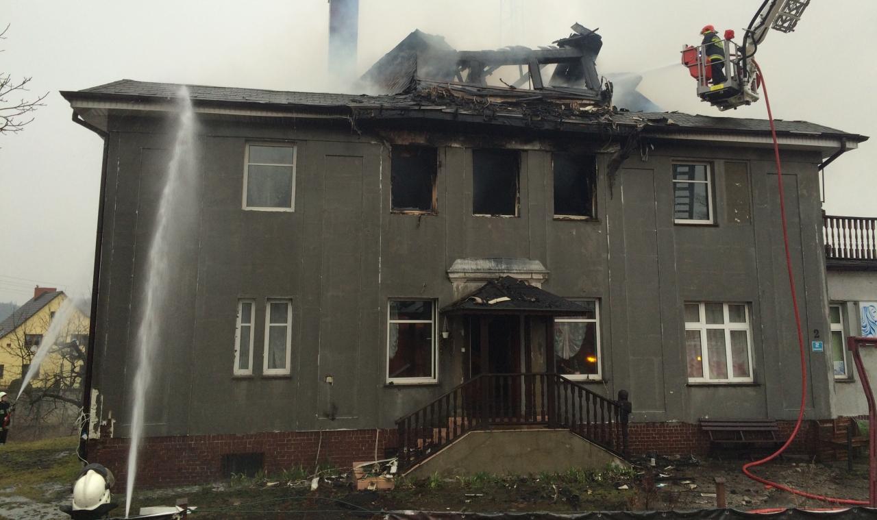 Pożar w Płotach. Płonie dom [ZDJĘCIA]