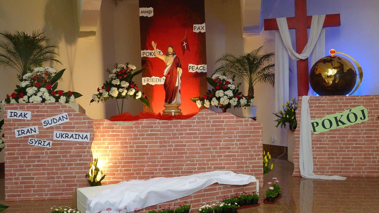 Ten grób ma symbolizować coś jeszcze
