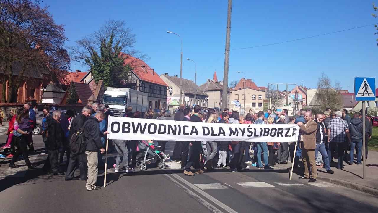 Mieszkańcy Myśliborza blokowali drogę krajową [ZDJĘCIA]