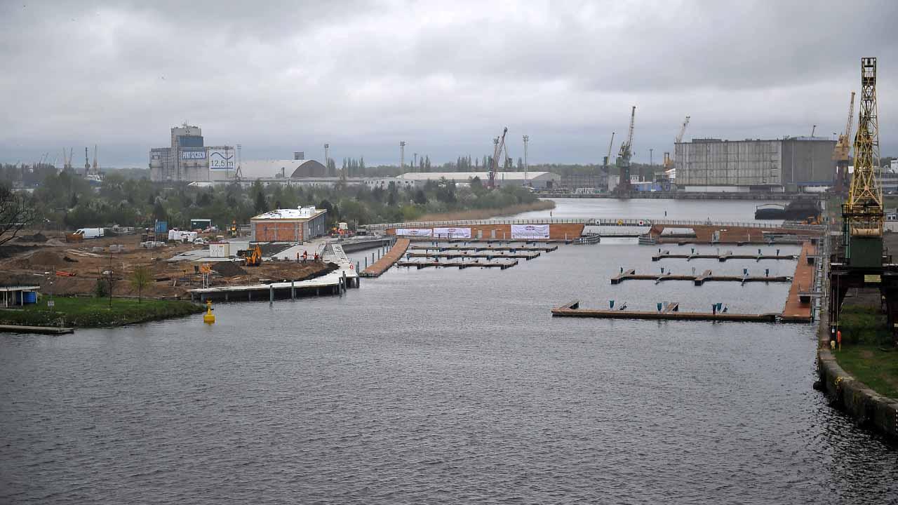 Nowa marina w Szczecinie. Pomosty i zwodzony most gotowe [WIDEO, ZDJĘCIA]
