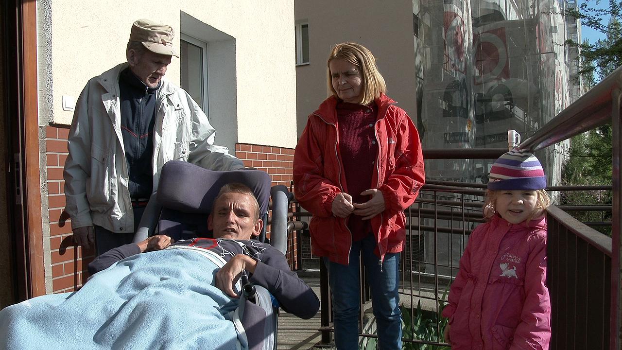 Wstrząsająca historia niepełnosprawnego Przemka ze Szczecina [WIDEO]