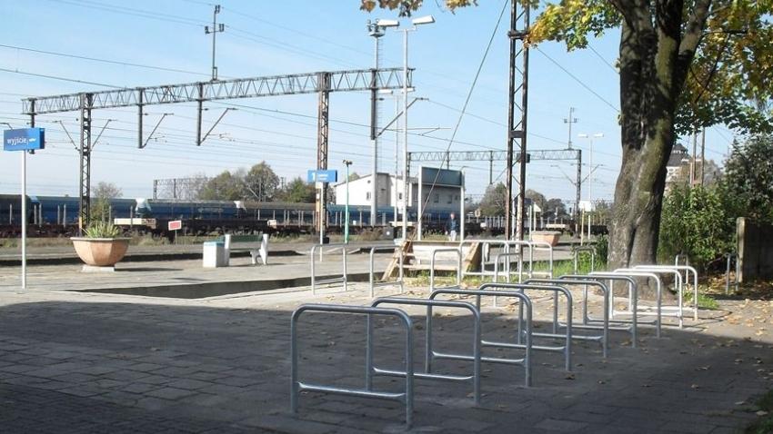 Kilkadziesiąt nowych stojaków na rowery wybuduje PKP