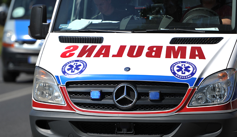 Tir potrącił motocyklistę. Mężczyzna trafił do szpitala