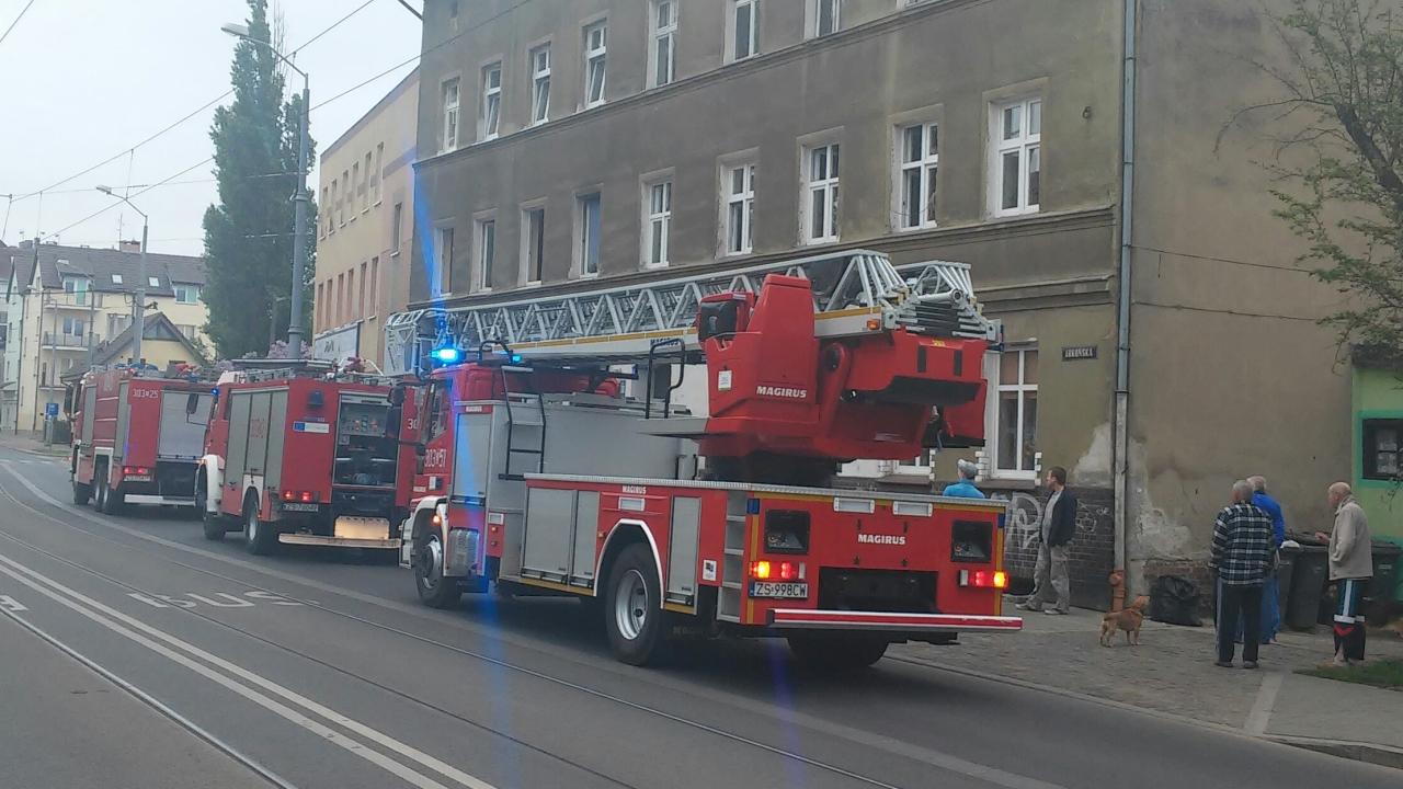 Pożar mieszkania przy ulicy Arkońskiej w Szczecinie [ZDJĘCIA]