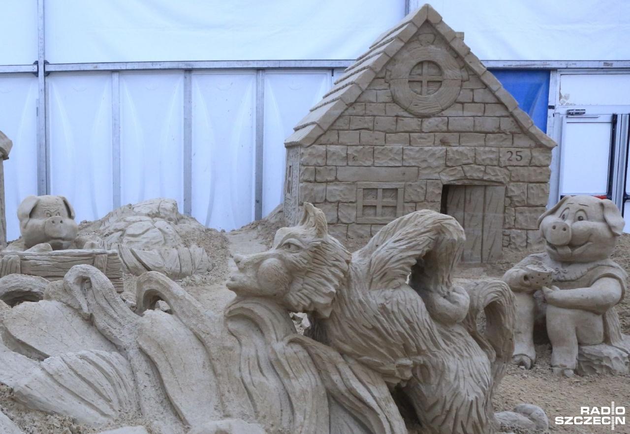 Nowa atrakcja nad morzem. Baśniowe rzeźby z piasku [ZDJĘCIA]