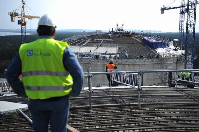 Wiceminister skarbu zapewnia, że budowa gazoportu zakończy się latem