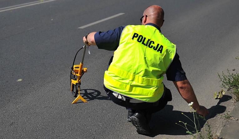 """Wypadek na """"20"""". Motocykl zderzył się z osobówką"""