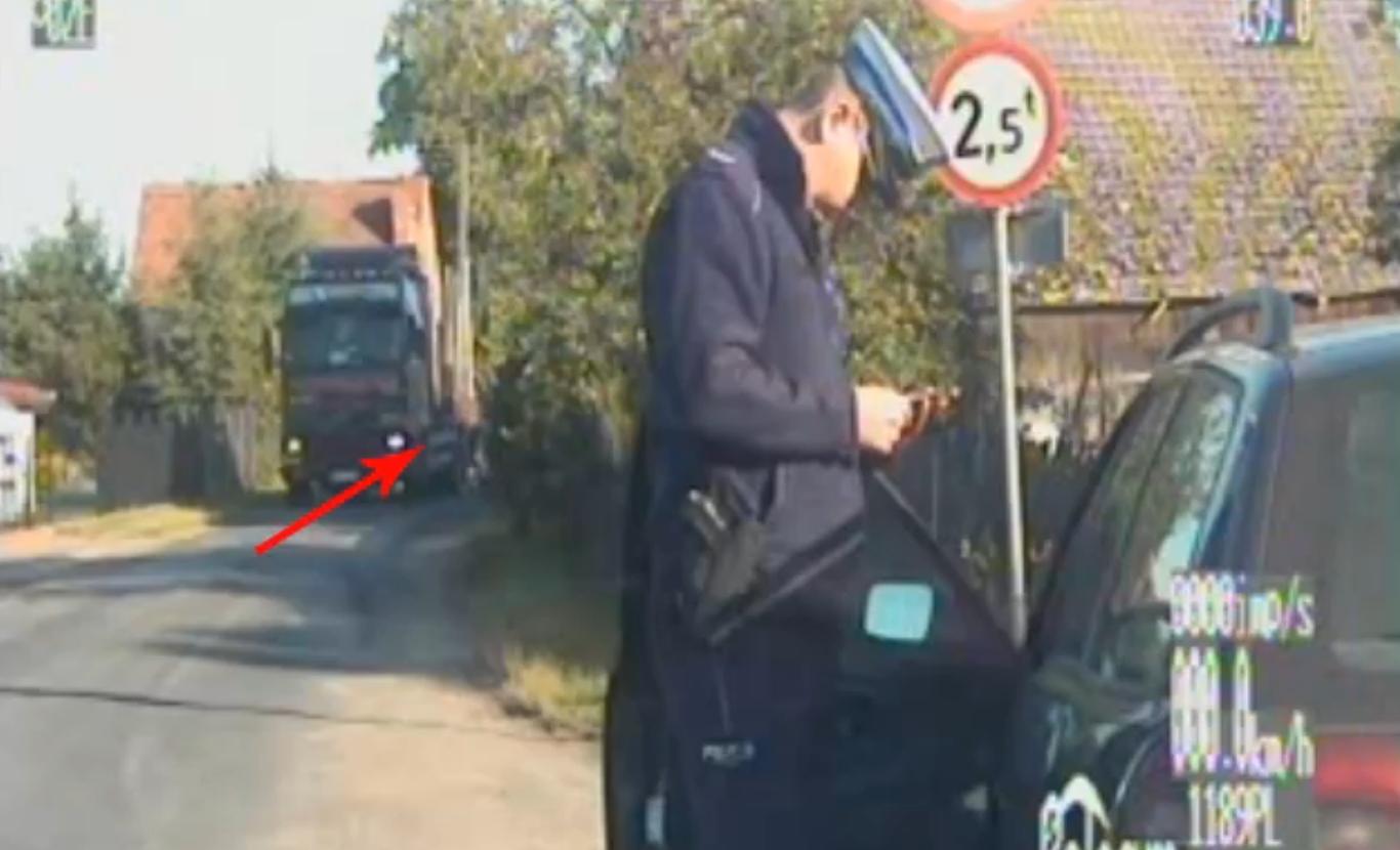 Zobaczył policjantów, zatrzymał ciężarówkę i uciekł [WIDEO]
