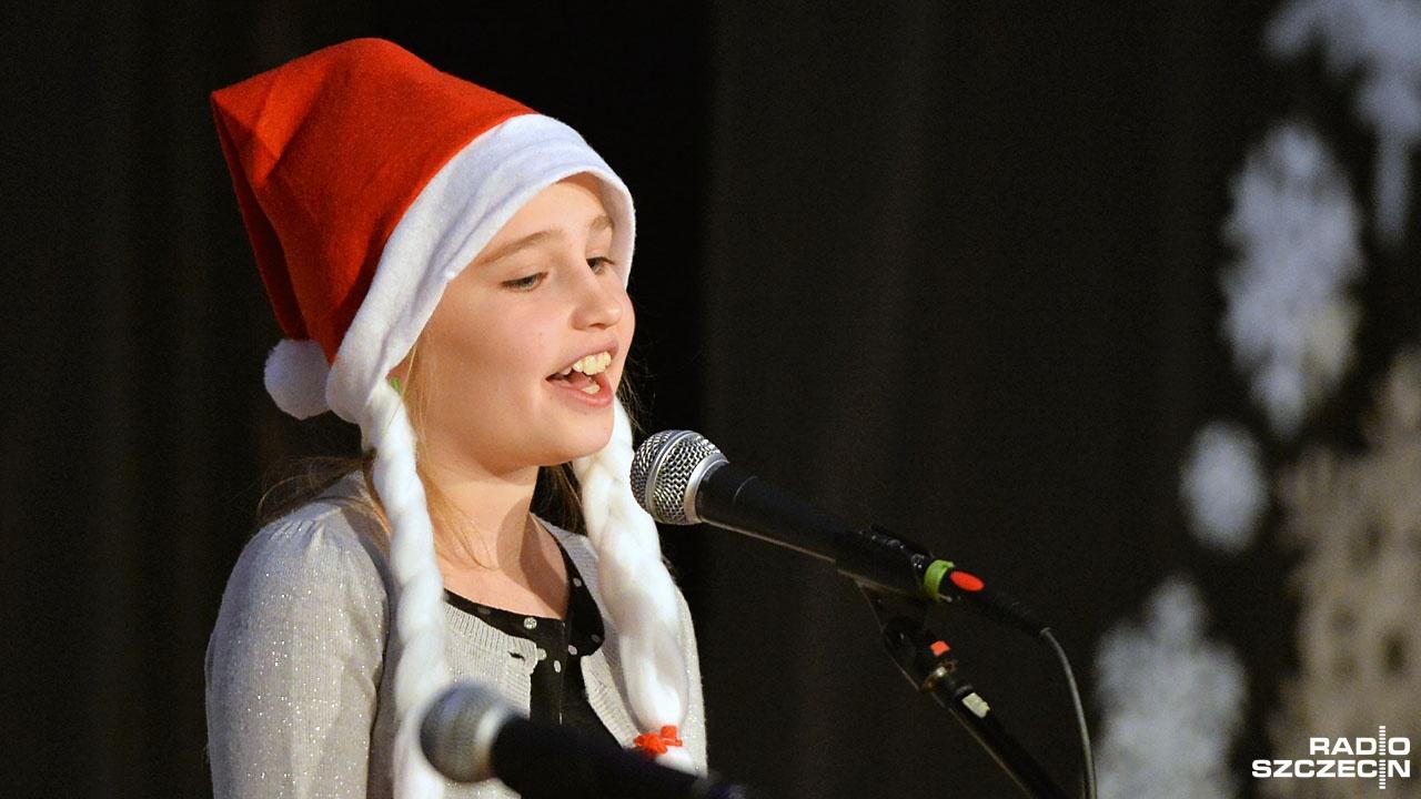 Festiwal Piosenki Bożonarodzeniowej rozpoczął się w szczecińskim Pałacu Młodzieży. Fot. Łukasz Szełemej [Radio Szczecin]