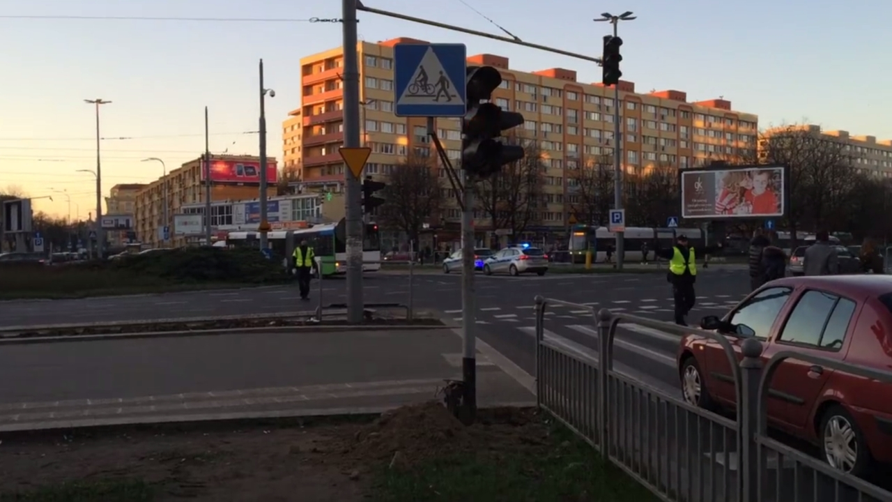 Problem z sygnalizacją świetlną na Placu Rodła. Fot. Michał Elmerych [Radio Szczecin]