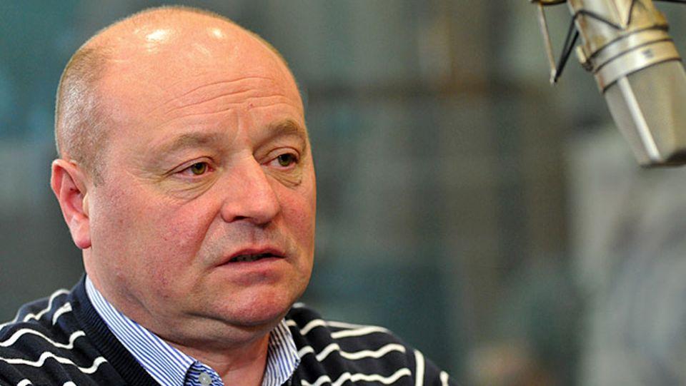 Szczeciński radny Bezpartyjnych Władysław Dzikowski udostępnił na Facebooku informację, jakoby PiS miało wydać dyrektywę, że gdyby doszło do gwałtownego wzrostu zachorowań, do szpitali nie będą przyjmowane zarażone osoby powyżej 55. roku życia.