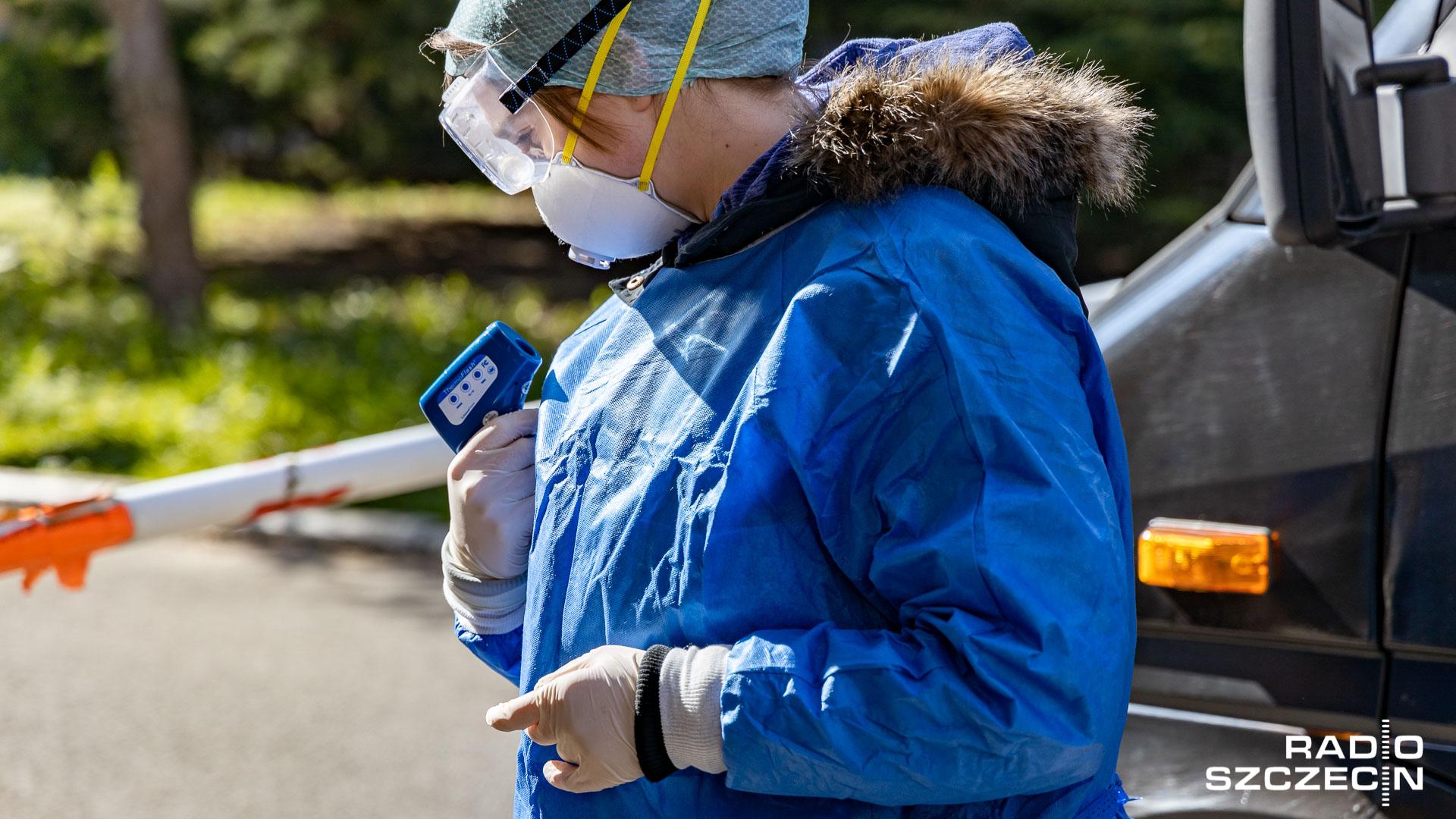 Redagowany na żywo przegląd informacji związanych z koronawirusem w Polsce.