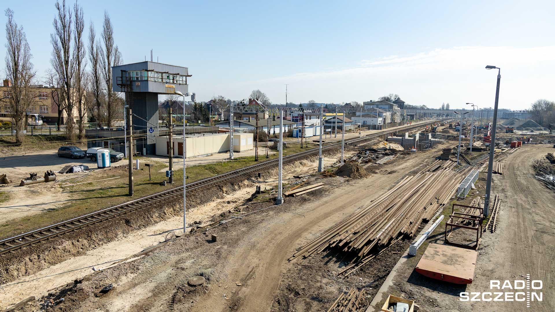 Trwa budowa przejścia podziemnego oraz modernizacja peronu nr 2 na stacji kolejowej w Choszcznie.